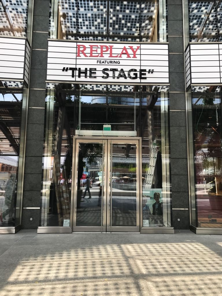 Replay - The Stage / Milano, Piazza Gae Aulenti - 1