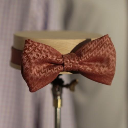 Meglio cravatta o papillon per la tua camicia sartoriale?